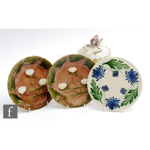 24 - An early 20th Century continental powder box and cover in the Art Nouveau style modelled as a fairy ...