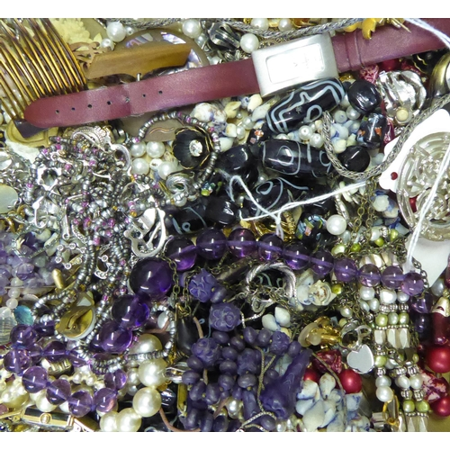 29 - A LARGE COLLECTION OF VARIOUS VINTAGE COSTUME JEWELLERY To include watches, necklaces, brooches etc....