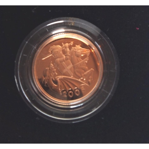 10 - A 22CT GOLD FULL SOVEREIGN PROOF COIN, DATED 2005, TIMOTHY MOED DESIGN In a protective capsule and f...