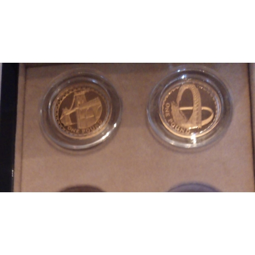 33 - TWO 22CT GOLD ONE POUND PROOF COINS, DATED 2005 AND 2007, MENAI STRAITS SUSPENSIONS BRIDGE AND GATES...