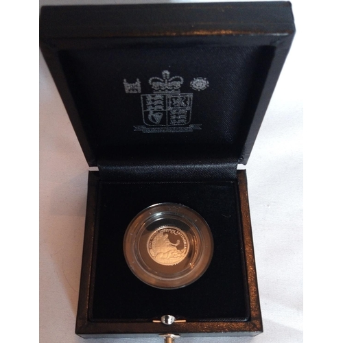 3a - A PLATINUM COMMEMORATIVE TEN POUND PROOF COIN, DATED 2007  In a protective capsule fitted box, compl...
