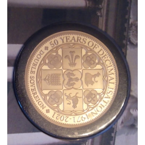 41 - A 22CT GOLD DOUBLE SOVEREIGN PROOF COIN STAMP COVER, DATED 2021, 50TH ANNIVERSARY OF DECLAMATION GOL...