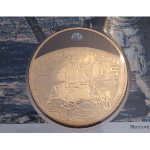 44 - A 22CT GOLD FIVE POUND PROOF COIN COVER, ISSUED 2020, 40TH ANNIVERSARY OF THE MOON LANDING GOLD COIN...
