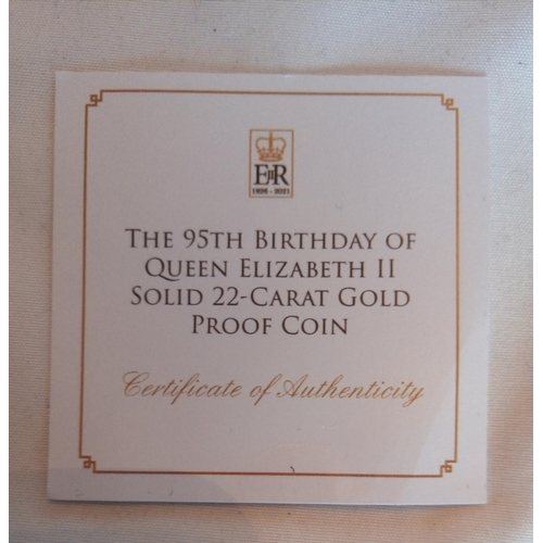 4a - A 22CT GOLD COMMEMORATIVE TEN DOLLAR PROOF COIN, THE 95TH BIRTHDAY OF QUEEN ELIZABETH II TEN DOLLAR ...