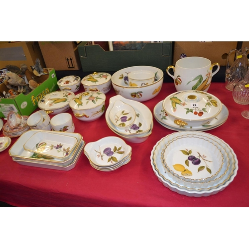 22 - QUANTITY OF ROYAL WORCESTER