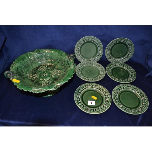 7 - SIX ROYAL WORCESTER CROWN WARE SIDE PLATES AND 19TH CENTURY GREEN LEAF COMPORT EMBOSSED GRAPES...