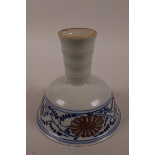 20 - A Chinese blue and white porcelain stem cup on a ribbed stem, decorated with phoenix and flowers, 4½...