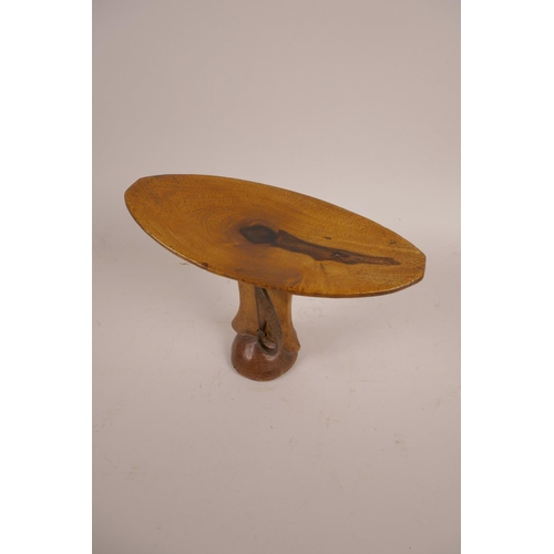 60 - An African carved hardwood head rest, 6½