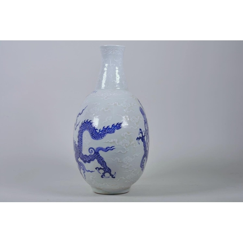 28 - A Chinese blue and white moon flask with dragon decoration, 6 character mark to side, 12½