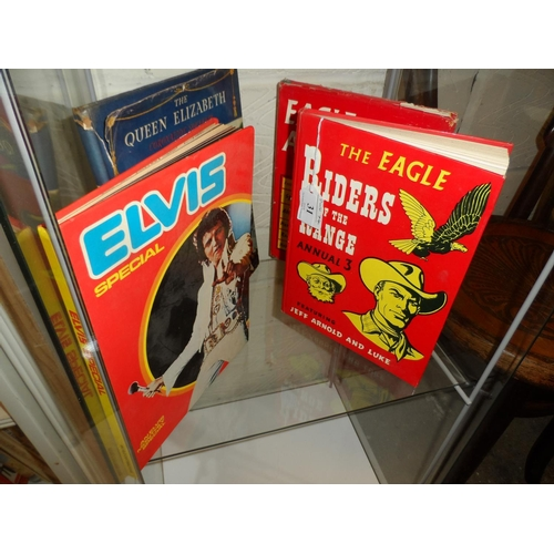 31 - 2x Vintage Eagle annuals No3 no dust cover plus No9 with dust cover plus 2 other books Elvis and Que...