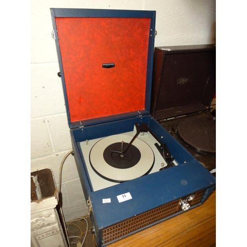 11 - Vintage Fidelity blue record player, powers up...