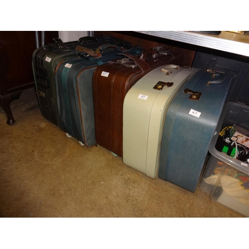 47 - 5x Vintage suitcases, various sizes...