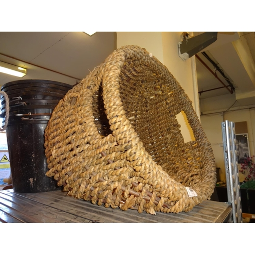 60 - Large wicker basket...