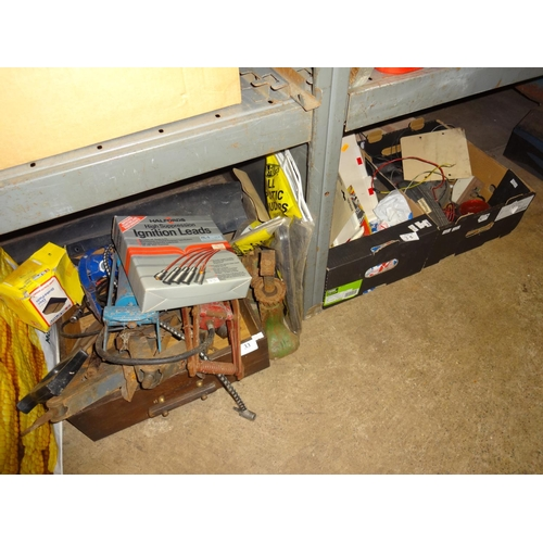 33 - 3x Boxes wooden tray of car related items including jacks, foot pump, jump leads etc...