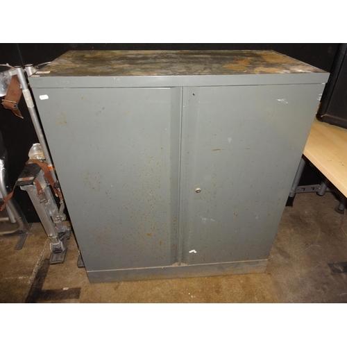 5 - Metal storage unit 92cm L x 46cm w x 102cm h with 2 doors and a shelf as found...