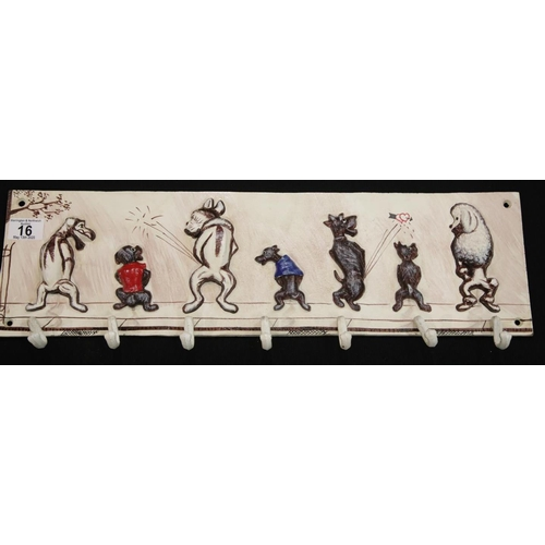 10 - Cast iron dog hook rack L: 58 cm. P&P Group 2 (£18+VAT for the first lot and £2+VAT for subsequent l...