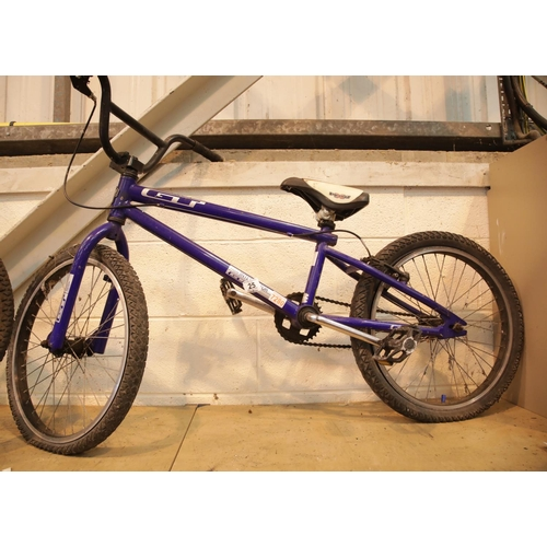 25 - GT Interceptor blue childs bicycle. This lot is not available for in-house P&P, please contact the o...