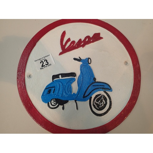 23 - Cast iron metal sign of Vespa scooter D: 24 cm. P&P Group 2 (£18+VAT for the first lot and £2+VAT fo...