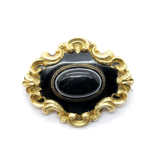 1003 - Victorian yellow metal mourning brooch with agate centre and vacant lock of hair panel to verso, L: ...