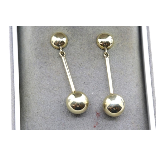 1019 - Pair of 9ct gold bar drop earrings, L: 3 cm, 2.1g. P&P Group 1 (£14+VAT for the first lot and £1+VAT...
