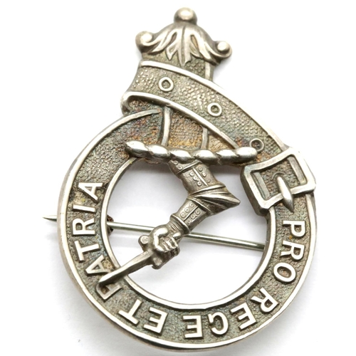1022 - Hallmarked silver badge Pro Rege Et Patria, D: 35 mm, 15g. P&P Group 1 (£14+VAT for the first lot an...