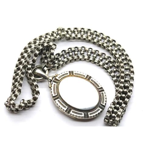 1028 - White metal locket on a similar chain. Locket L: 4 cm, chain L: 40 cm approximately. P&P Group 1 (£1...
