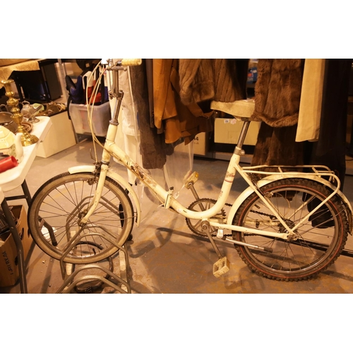 15 - Ladies Wayfarer three speed folding shopper bike. Not available for in-house P&P....
