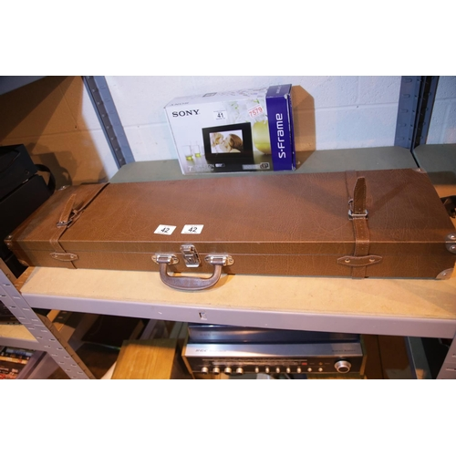 42 - Vintage brown leather hard shell shotgun case (no key.) Not available for in-house P&P....