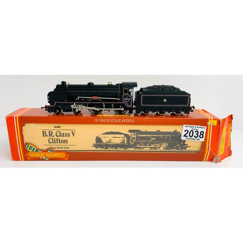 2038 - Hornby R084 BR 4-4-0 'Clifton' Schools Class Loco - Boxed P&P Group 1 (£14+VAT for the first lot and...