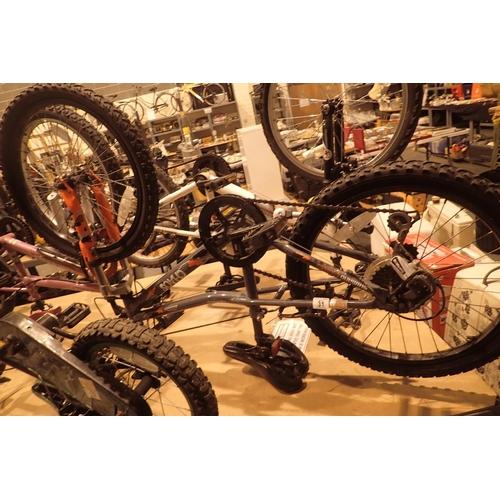 31 - Apollo Chaos 6 speed child's mountain bike with 12