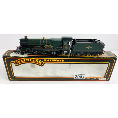 2041 - Hornby OO GaugeCadbury Castle Locomotive Boxed (Incorrect Box) P&P Group 1 (£14+VAT for the first lo...