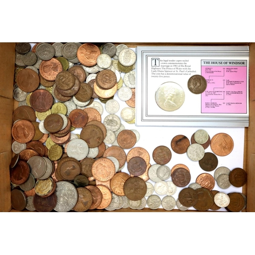 3038 - Pre-decimal UK coins of Elizabeth II, and a commemorative 1981 Royal Wedding crown. P&P Group 1 (£14...