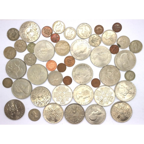 3041 - Mixed UK commemorative crowns and pre-decimal coins of Elizabeth II. P&P Group 1 (£14+VAT for the fi...