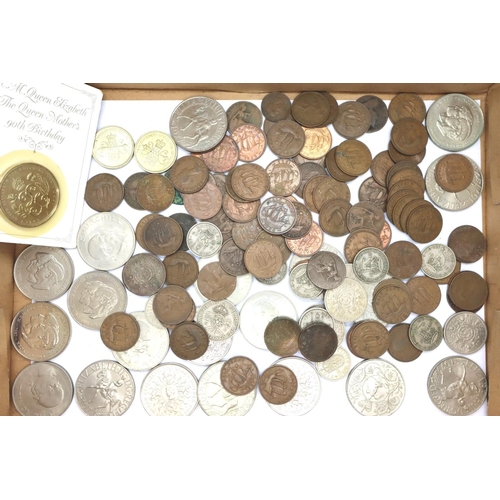 3042 - George V and later copper halfpennies, commemorative crowns, £2 coins, £5 coin and mixed George VI a...