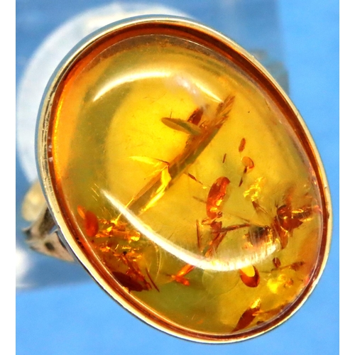 22 - 9ct gold amber set ring, size M, 2.8g. P&P Group 1 (£14+VAT for the first lot and £1+VAT for subsequ...
