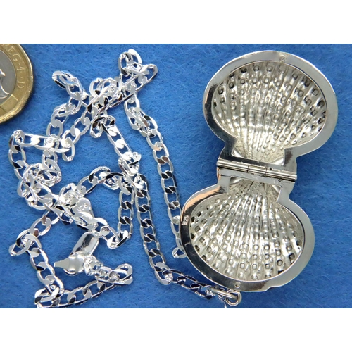 48 - 925 silver chain and shell pendant, chain L: 48 cm. P&P Group 1 (£14+VAT for the first lot and £1+VA...