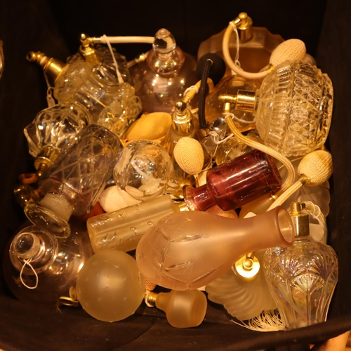 1025 - Box of mixed empty perfume bottles. Not available for in-house P&P, contact Paul O'Hea at Mailboxes ...