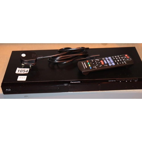 1054 - Panasonic Blu Ray disc player with power supply and remote control. Working at time of lotting. P&P ...