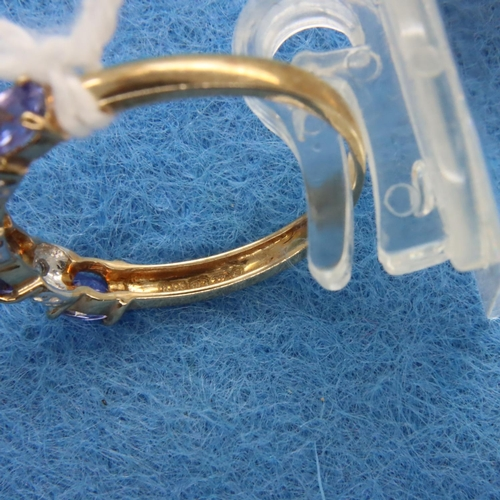 29 - 9ct gold amethyst and diamond set ring, size M/N, 1.8g. P&P Group 1 (£14+VAT for the first lot and £...