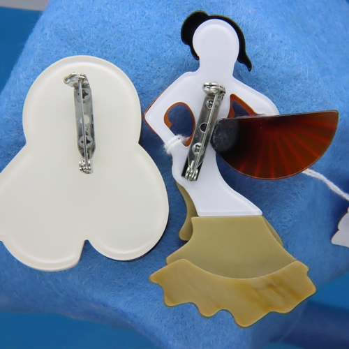 39 - Two Art Deco style brooches, largest H: 9 cm. P&P Group 1 (£14+VAT for the first lot and £1+VAT for ...