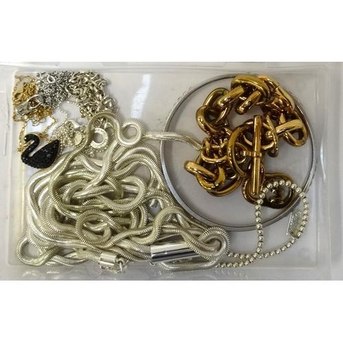 114 - SELECTION OF FASHION JEWELLERY comprising a ChloBo silver bracelet, a Thomas Sabo double strand silv...