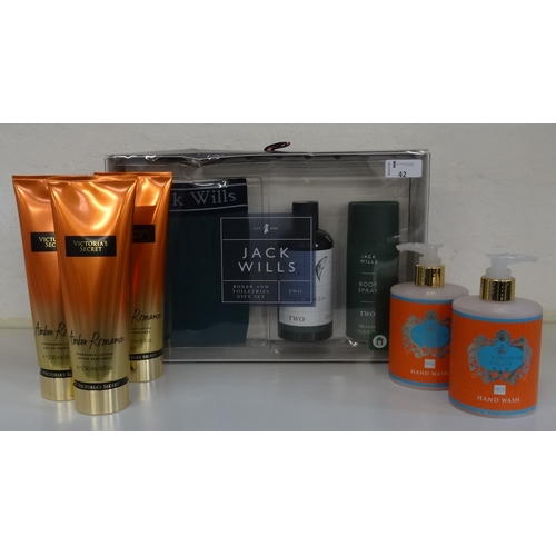 42 - SELECTION OF NEW & UNUSED TOILETRIES comprising: one JACK WILLS BOXER & TOILETRIES GIFT SET (Body wa...