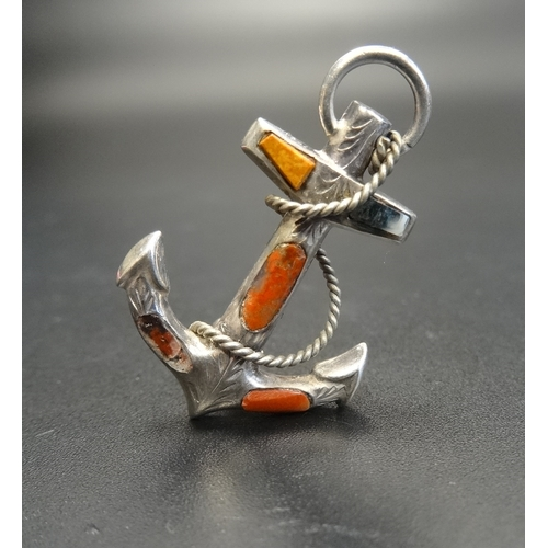 30 - VICTORIAN AGATE SET SILVER ANCHOR BROOCH with entwined rope detail, 3.2cm high...