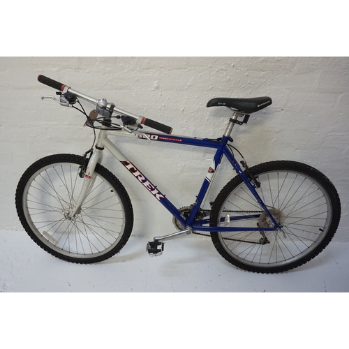 254 - TREK 800 SINGLE TRACK MOUNTAIN BIKE with quick release wheels, Shimano V brakes and Shimano 24 speed...