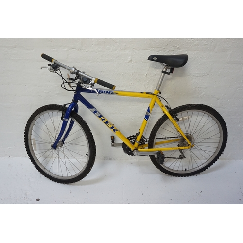 255 - TREK 800 SPORT MOUNTAIN BIKE with quick release wheels, Shimano V brakes and Shimano 21 speed gears...