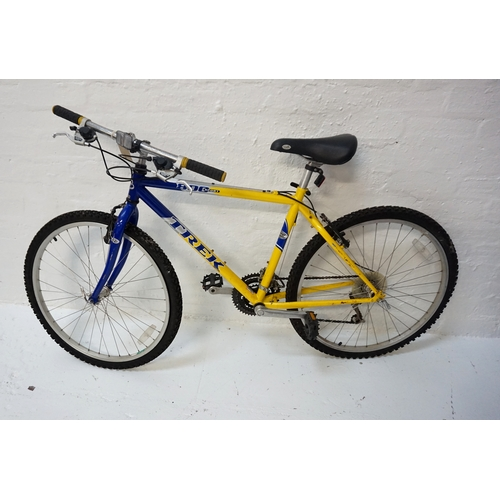 256 - TREK 800 SPORT MOUNTAIN BIKE with quick release wheels, Shimano V brakes and Shimano 21 speed gears...