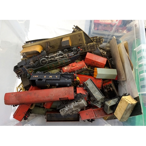261 - LARGE SELECTION OF HORNBY DUBLO AND OTHER RAILWAYANA including a boxed collection including controll...