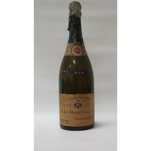 77 - E. LE ROY FILS CHAMPAGNE RESERVE 1938 An ancient bottle of Champagne from E. Le Roy Fils & Cie Necta...