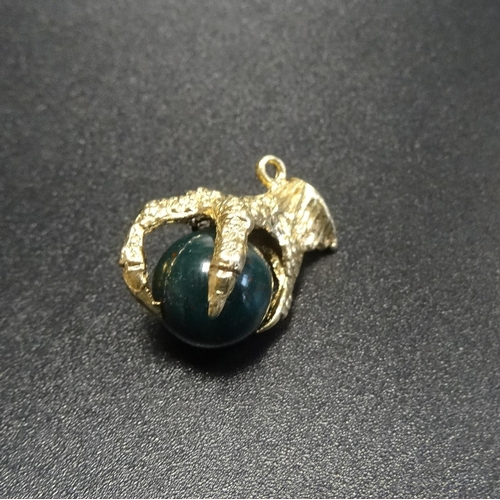14 - STONE SET NINE CARAT GOLD CLAW PENDANT the bloodstone ball within the gold claw...