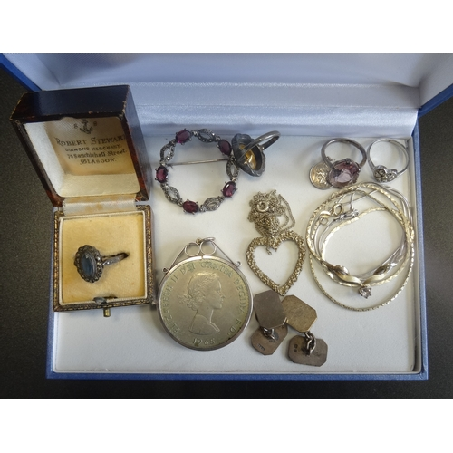 41 - SELECTION OF VINTAGE SILVER JEWLLERY including gem set and marcasite rings, a pair of cufflinks, a g...